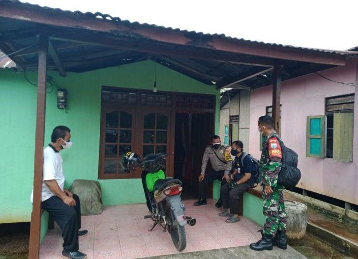 Photo of Babinsa Lingga Koramil 1207-06/Sungai Ambawang Laksanakan Trecear Terhadap Warga Desa Binaan