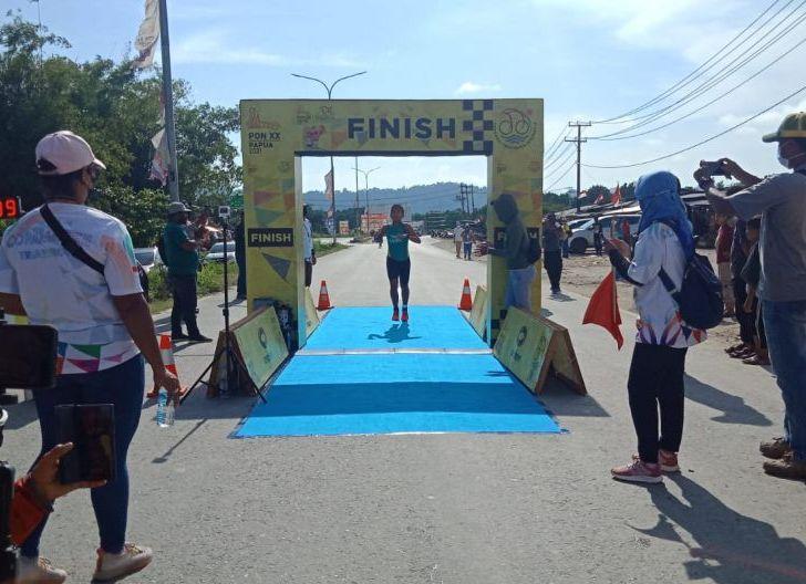Photo of Perjuangan Hebat Tias di PON Papua XX, Triathlon Persembahkan Medali Pertama untuk Kalbar