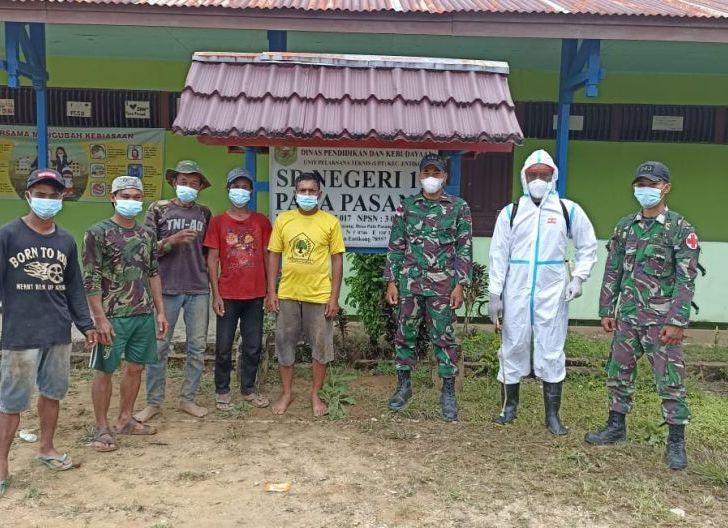 Photo of Pastikan Pembelajaran Tatap Muka Aman, Satgas Pamtas Yonmek 643/Wns Lakukan Penyemprotan Disinfektan di Sekolah Perbatasan
