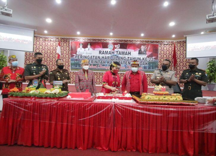 Photo of 22 Tahun Pemkab Landak, Bupati Ungkap Capaian Daerah