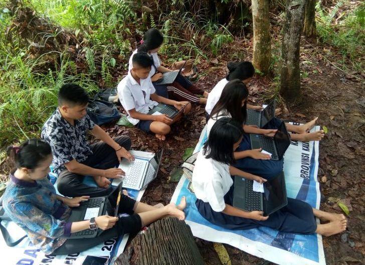 Photo of Siswa Laksanakan ANBK di Atas Bukit, Pemerintah Diminta Pastikan Jaringan Internet Daerah Pelosok