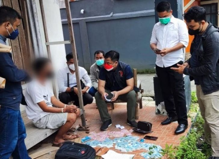 Photo of Polda Kalbar Gagalkan Upaya Perdagangan 18 Orang ke Malaysia