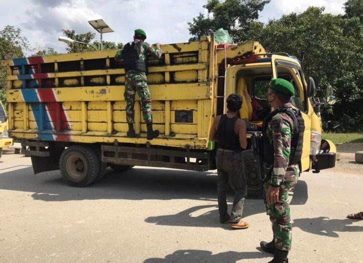 Photo of Satgas Pamtas Yonif Mekanis 643/Wns Lakukan Kegiatan Sweeping Cegah Terjadinya Tindakan Iilegal di Perbatasan