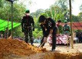 Photo of Upacara Pemakaman Prada Petrus Jaka Secara Militer Dipimpin Danrem 121/Abw